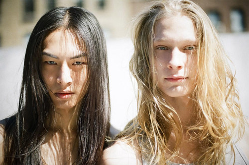 both of them are my fave andro models, david chiang and eugeniy sauchenka… and coincidentally, i found this similar like a BJD photo stored on my file… *i posted it yesterday