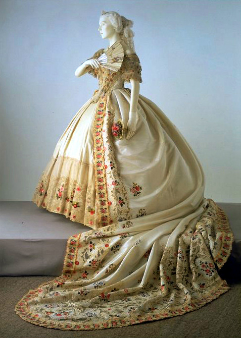 historicalfashion:  British court dress, V&A, 1860-65