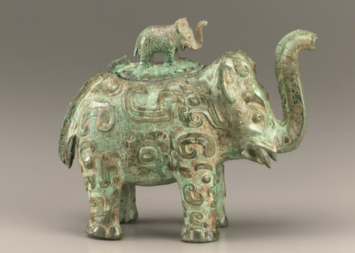 Lidded ritual ewer (huo) in the form of an elephant with masks and dragons ca. first half 11th century B.C.E. Shang dynasty  Late Anyang period BronzeMiddle Yangzi Valley,  China Smithsonian Museums