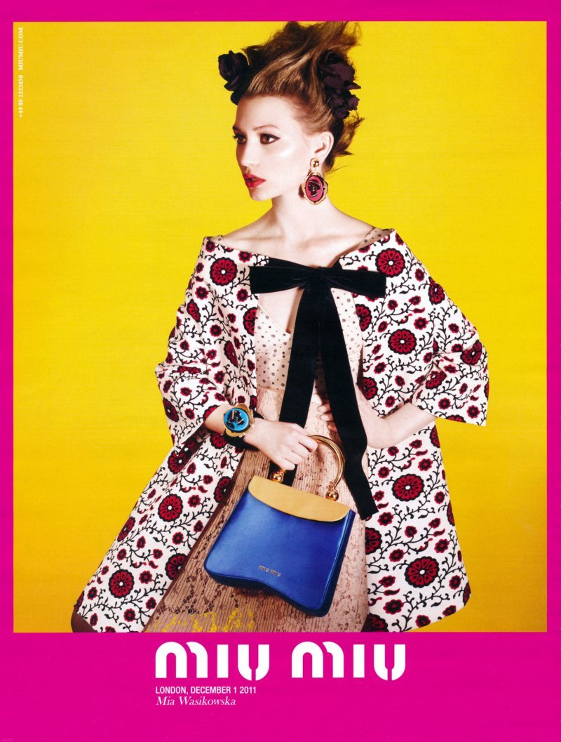 Campaña: Miu Miu Primavera/Verano 2012 Mia Wasikowska es la nueva cara de Miu Miu. Adiós, Hailee. ….. Campaign: Miu Miu Spring/Summer 2012 Mia Wasikowska is the new face of Miu Miu. Bye-bye, Hailee.
