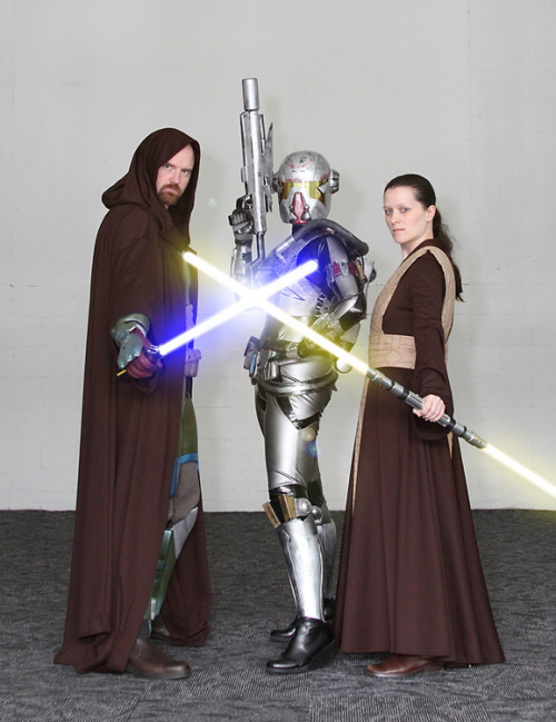 "swnz:  The Old Republic Cosplay at Auckland Armageddon 2011. http://swnz.dr-maul.com/moretext.php?request=20111202  *giggle* I got all excited seeing a new ""shae vizla"" item on my tracking on my dashboard. It's us ;) We need to get our little band of SWTOR costumes together again XD Okay so technically Kristy is Old Republic rather than The Old Republic but her costume fits in the world aesthetic ;)"