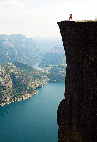 ruineshumaines:  Cliff_Norway (by coreyfishes)