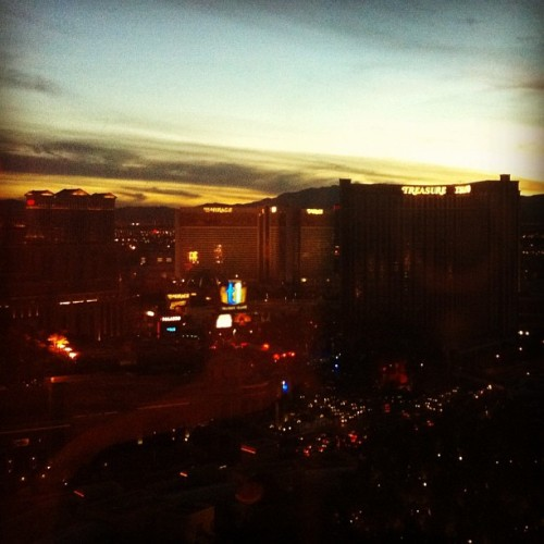 [via @redgirlsays]: 'Las Vegas at sunset.' So pretty. Just think: there's so much debauchery happening down there at this very moment.