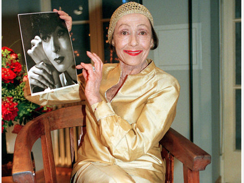 lifejustgotawkward:  happy birthday, Luise Rainer - she was the first woman to win two Academy Awards (consecutively, no less). Despite the brevity of her career, she remains well-loved; she took part in a conversation with Robert Osborne at the 2010 TCM Film Festival. Happy 102nd, Luise!