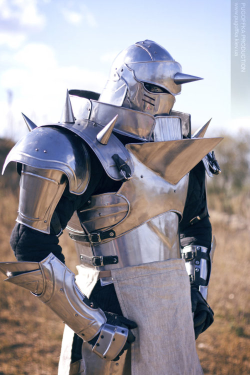 cosplayninja:  Whoa, Sveneld's cosplay of Fullmetal Alchemist's Alphonse looks too good to be true. Can you believe this metal armor weighs 25 kg? Kudos to this cosplayer for pulling this off. This photo is by Pugoffka-sama. Click the source link for the original resolution.