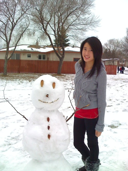 made a snowman the other day :)i think he died already tho.. lol