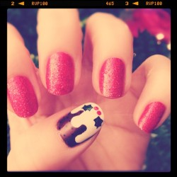 Christmas pudding accent nail. Nom!
