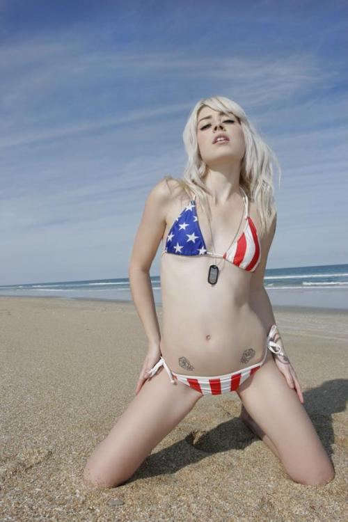mandy murphy in an american flag bikini  画