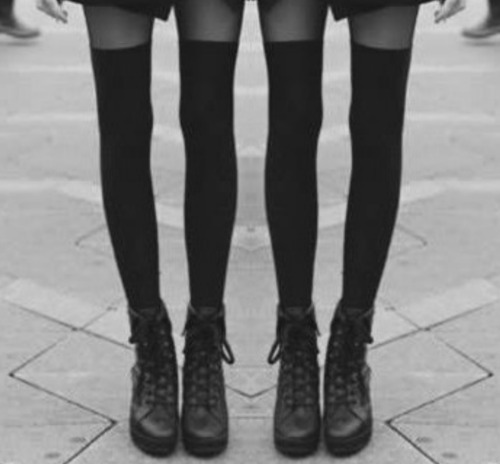 chanel-is-black-and-white:  legsss <3