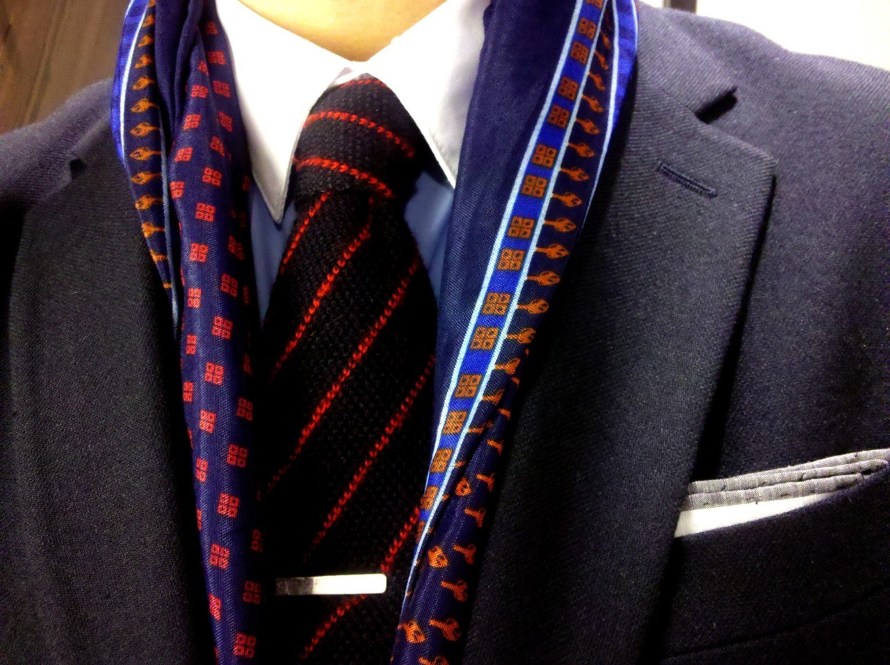 todaystie:  Today's Tie  contrast collar. sporting tie bar. scarf looking fresh. knit tie no stress. no pitti. no mess.