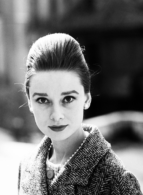 fineladyaudrey:  missavagardner:  Audrey Hepburn, Rome 1961.   oh god she is beautiful!