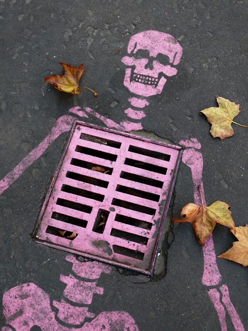 Graffiti Skeleton (via nedhepburn)