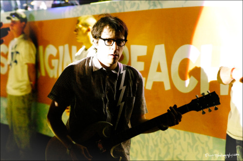 Rivers Cuomo doing an awkward walk.