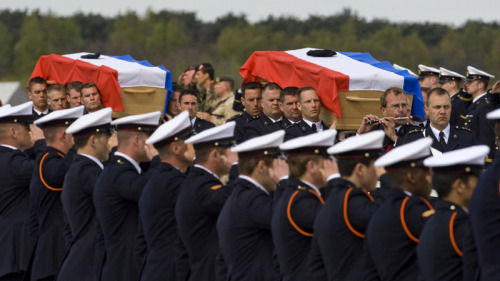 Dutch honor guard soldiers carry the coffins of Dutch marines Jeroen Houweling, 29, and Marc Harders, 23, at the airport in Eindhoven, Netherlands, Wednesday, April 21, 2010. Both marines were killed when their vehicle was hit by a road side bomb on Saturday, April 17, in Afghanistan. (AP / Ed Oudenaarden, Pool)