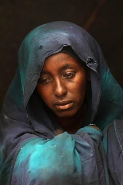 Somalia is still hungry, please remember Safia Adem, a refugee in Mogadiscio, mourns the death of her child. This photography, taken by John Moore in August 12, 2011, shows the face of only one the hundreds of thousands who are struggling to survive in the Horn of Africa, many in the overcrowded camp of Dabaad.  Many starve, a few benefit, and to forget is unforgivable.