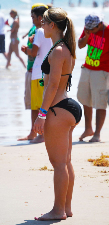 beach booty (pawg)