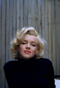 If Marilyn says voluminous hair is a do, we don't argue—we get onboard!