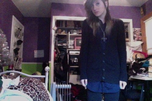 Finally got to wear this navy blue sleeveless button-up shirt today, and it's so great. Wearing it with legging-pants and my black vintage docs