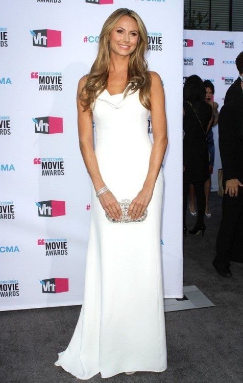 Stacy Keibler en un blanco Armani… SO GLAM!!!