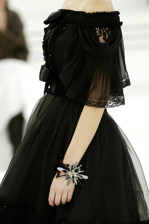 towblerone:  the-moth-princess:  Chanel, Spring 2006  …want.