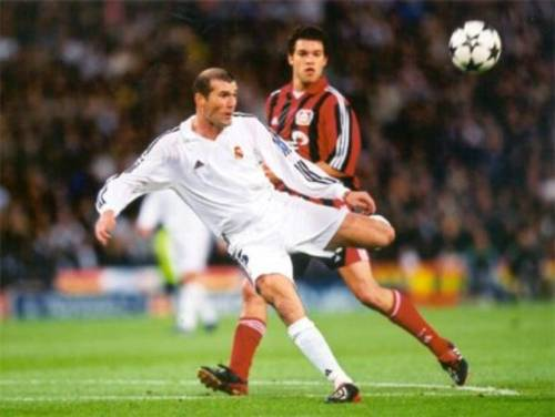 Zinedine Zidane.. best real madrid player of all time.