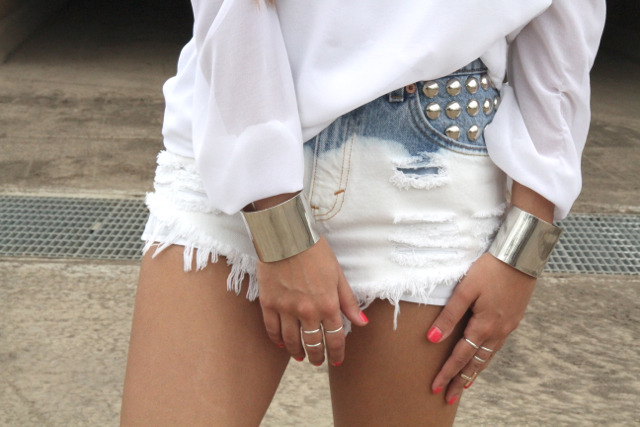 what-do-i-wear:  Silver cuffs, Miss Miller Vintage Shorts, Flowy Top - White , sportsgirl rings (image; saboskirt)