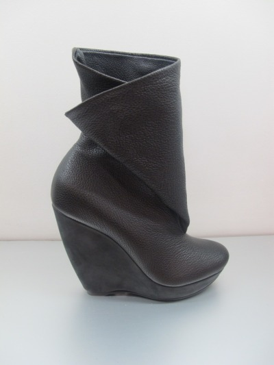 Could never pull these off - they're a little too rocker chic for me but still <3 Balenciaga