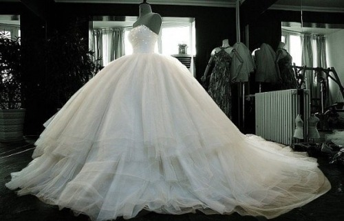corruptc0caine:  ya knooww. future wedding dress(:
