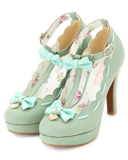 eachlifehasitsplace:  for Syd  I LOVE THES SHOES!