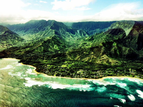 Hanalei Bay, Kauai, Hawaii  Photo by: Cam Standish. Edited by: Cam Standish