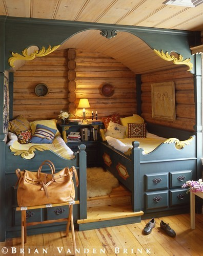 log-cabins:  Log cabin nook