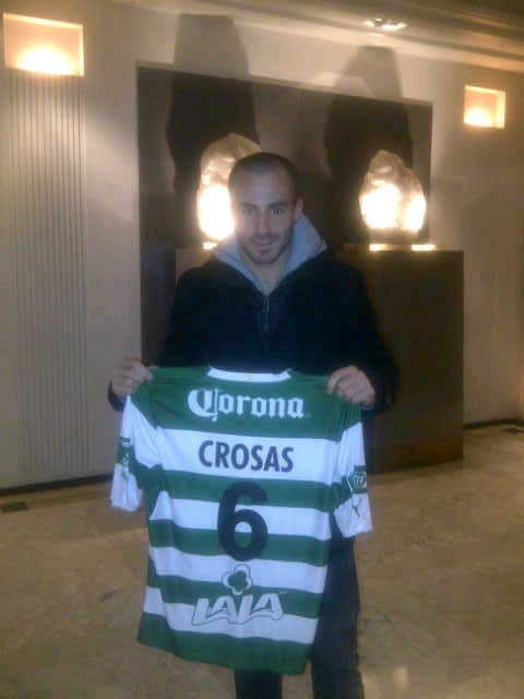 Marc Crosas and his new shirt from Club Santos Laguna, via his mama's twitter.