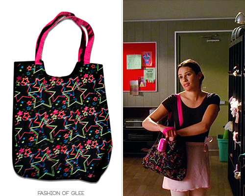 Thanks walkinonsunshineee! Walmart No Boundaries Star-print Bag - No longer available Photo Copyright © Fashion of Glee Also worn in: 1x19 'Dream On'