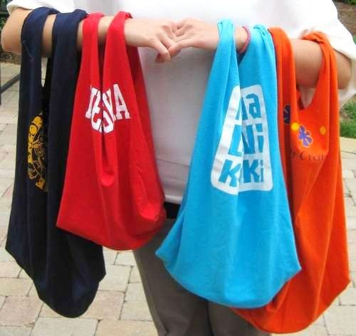 craftyspice:  DIY: Recycled T-Shirt Tote Bag