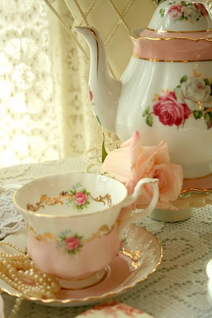alleechan:  i've been meaning to take a picture of my cute china teaset but omg this set in particular is so perfect