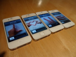 kaylabear69:  Me & My friends phones <3