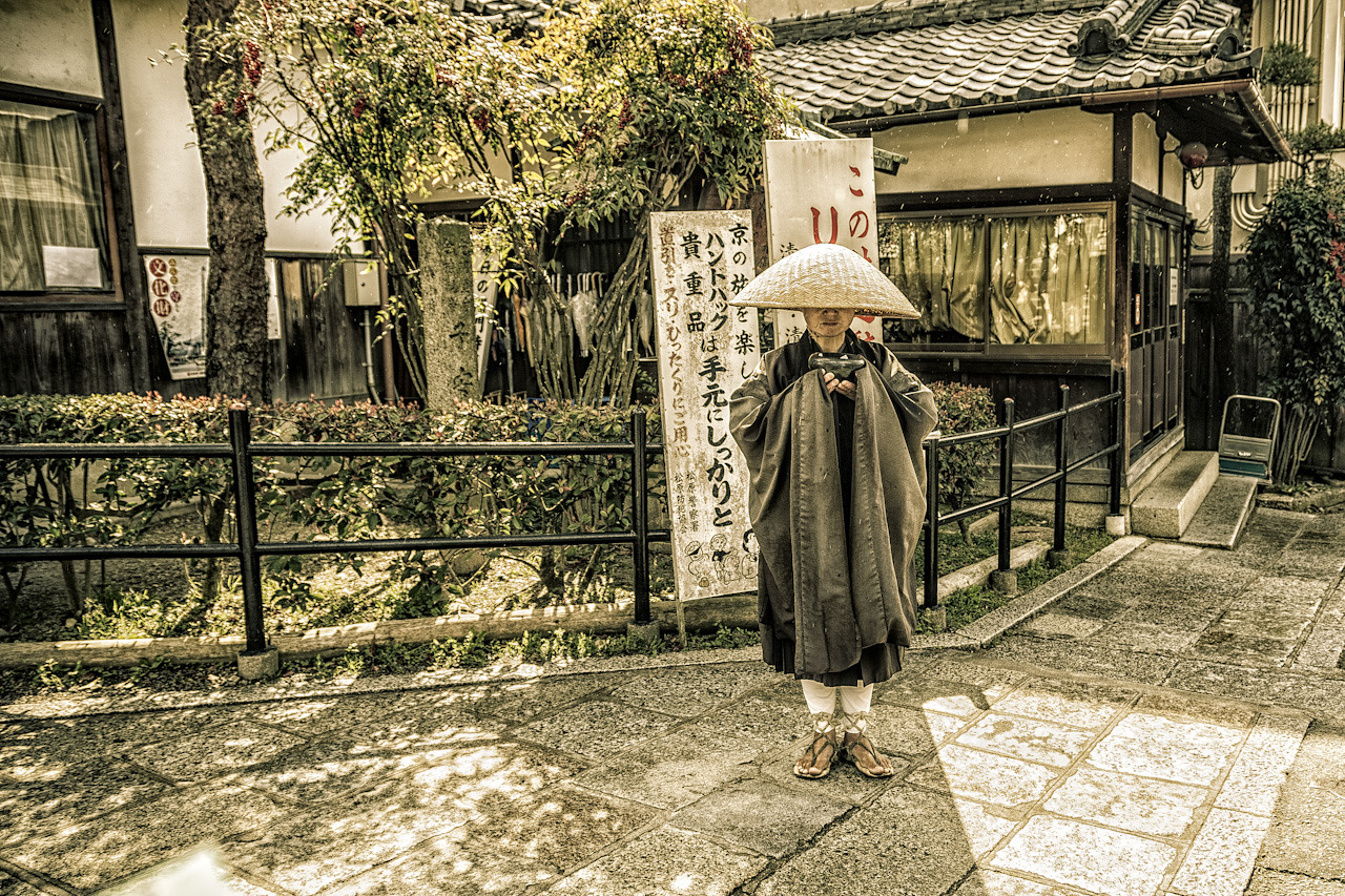 Beggar in Kyoto on Flickr. Via Flickr: The beggars in Kyoto looked more dignified than most of the tourists. Makes you wonder.