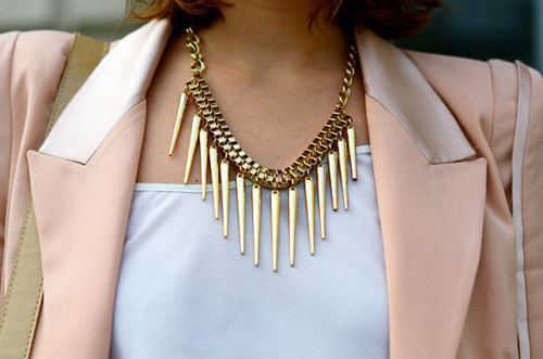 |style| Spikes + pastel pink is equal to sweetness + fierce.
