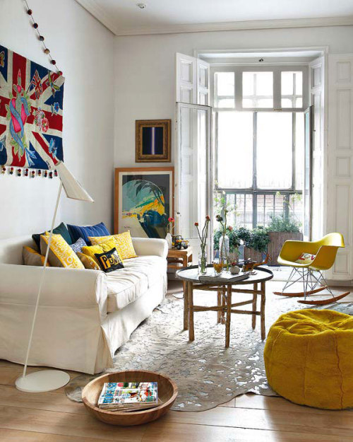 micasaessucasa:  (via Madrid Flat Splashes about Colorfully in Punk & Hippie Stylings | The Beautifulist)