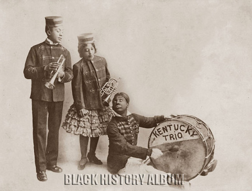 Kentucky Trio | 1900s on Flickr.Photograph of Kentucky Trio, African American vaudeville musicians, undated (circa 1900s) Yale Collection of American Literature, Beinecke Rare Book and Manuscript Library Follow Black History Album on Twitter @blackhistoryalb