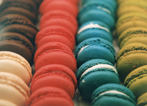 razorbladesalvations:  french macarons (by joann.lee)