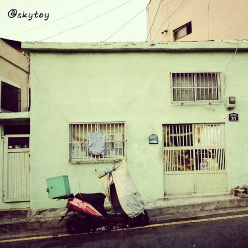Love the colors.(Taken with Instagram at 동대신동)