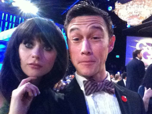 so cute!!!  hitrecordjoe:  Zo came and found me! :O) @ZooeyDeschanel #goldenglobes