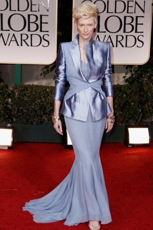 -ryan:  kevinless:   Golden Globes 2012 E! Red Carpet - Tilda Swinton  I'm now sitting in a puddle of tears.  Flawlessssssss.  can i just have her hair tho?