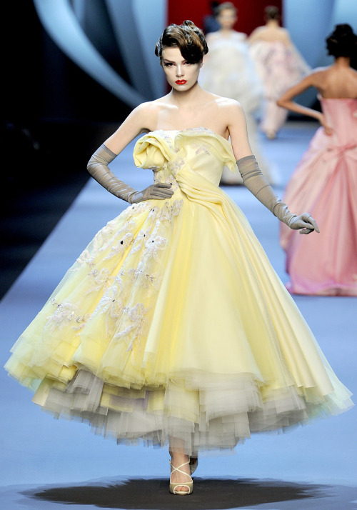 ataraxiaaither:  Christian Dior Haute Couture - Fall 2011.