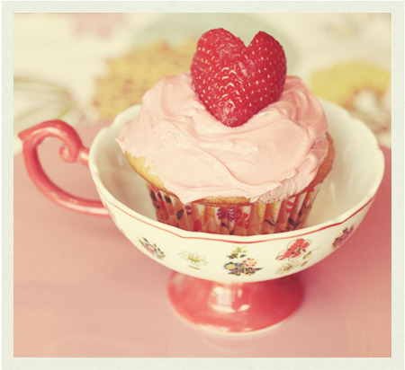 this is one perfect example about a cupcake in love, is the cutest thing ever, insn't it?