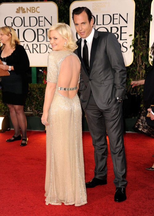 suicideblonde:  Amy Poehler, the back of your dress is naughty!  I think your husband agrees.