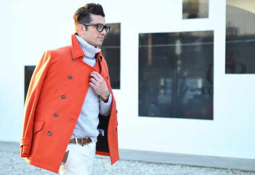 Pitti Uomo Como lo dije antes, los hombres italianos son los más elegantes y con más clase a la hora de vestir. ———————- As I said it before, the Italian men are the most elegant and classy people in the world. by Tommy Ton for Style.com