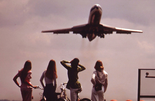 One of four bicyclists holds her ears against the roar of the jet taking off from National Airport in Washington, D.C., in May of 1973.(John Neubauer/NARA)