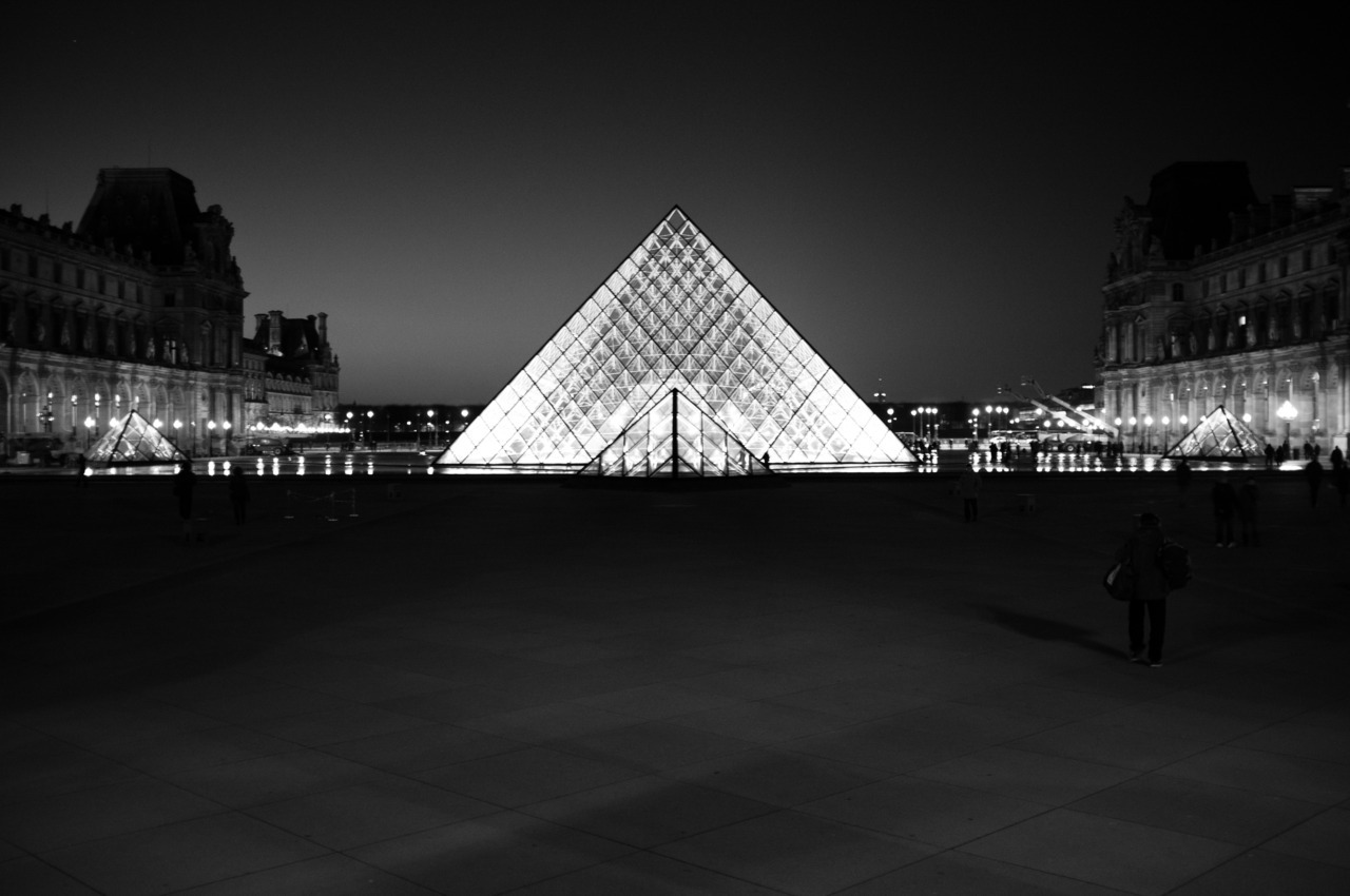 Day #58 - Pyramide du Louvre - Paris